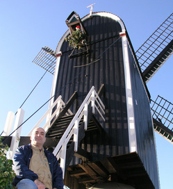 Simon in front of windmill 2005.jpg
